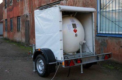 Réservoir d'essence sur la remorque