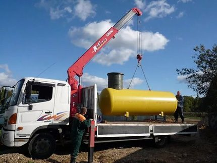 Crane lifting the tank