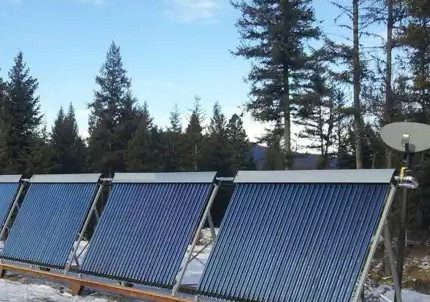 Vacuum solar collector with heat pipe