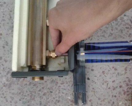 Mounting the pen tubes