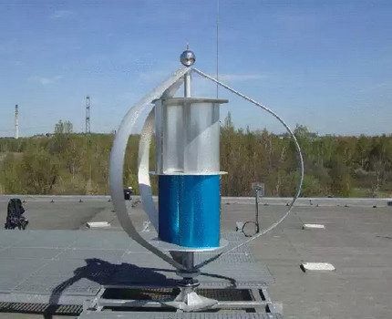 Wind generator with a Savonius rotor