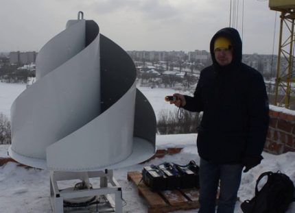 Vertical wind generator on the roof of an apartment building