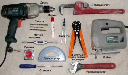 Vėjo generatoriaus surinkimo įrankiai