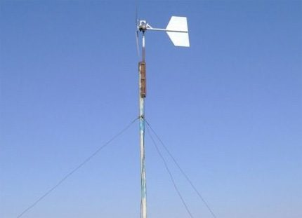 Mast wind generator