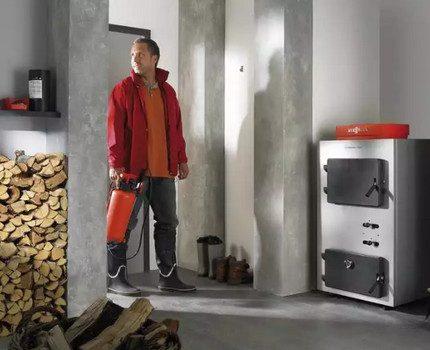 Installation de chaudière à combustible solide