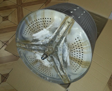 Sludge on the drum of a washing machine