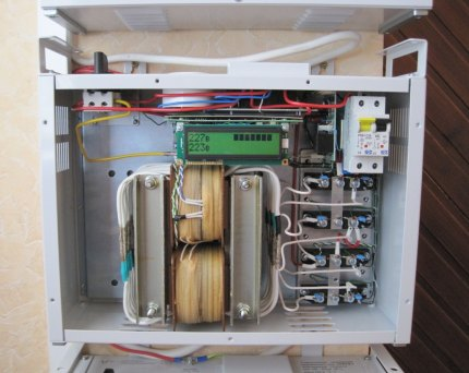 Le dispositif interne du thyristor CH