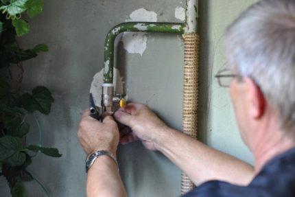 Serrage du fil lors du remplacement de la valve