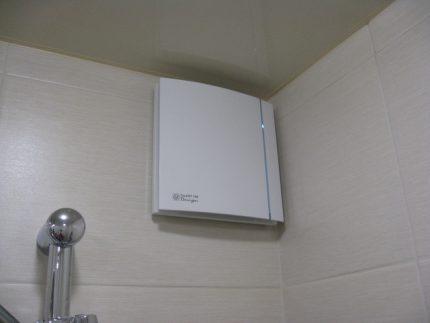Fan with humidity sensor