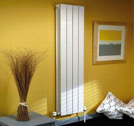 Vertikāli alumīnija radiatori dzīvoklī