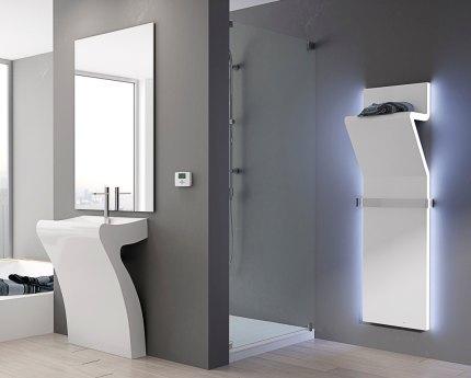 Dekoratīvs vertikāls radiators vannas istabā
