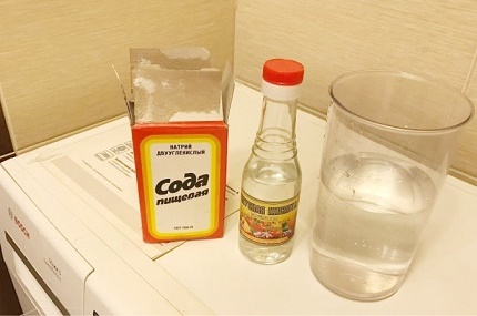 Vinegar and soda to clean the machine