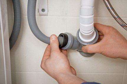 Checking the drain hose