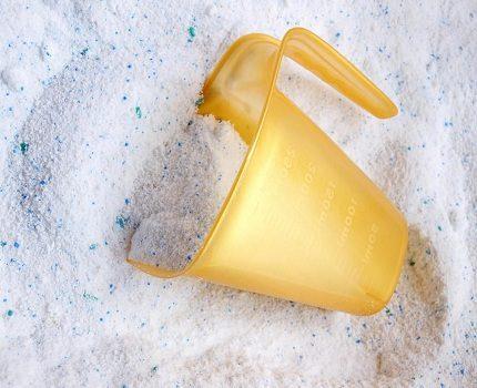 Detergent with whitening properties