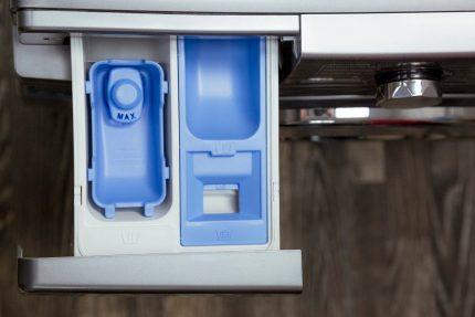 Removable cell dispenser