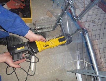 Installation de tuyaux en acier pour le chauffage
