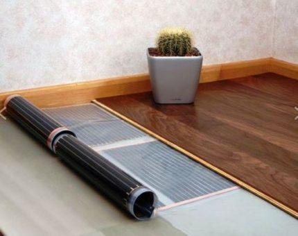 Warm floor under the laminate