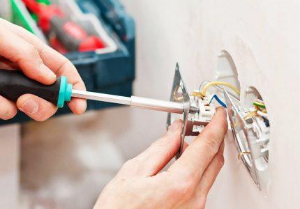 Connexion des fils à une prise de courant
