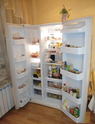 Ietilpīgs blakus esošs ledusskapis