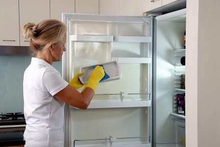 Atkausēšana un ledusskapja mazgāšana