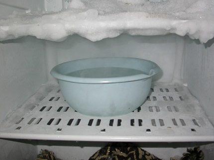 Ātrāka ledusskapja atkausēšana