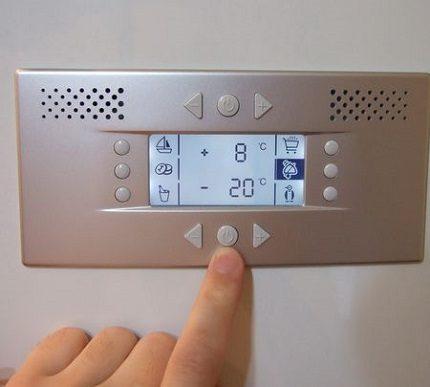 Elektroniska ledusskapja vadība
