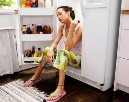 Ledusskapis karstā telpā