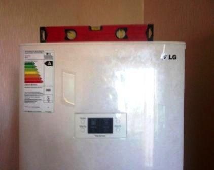 Setting the refrigerator by level