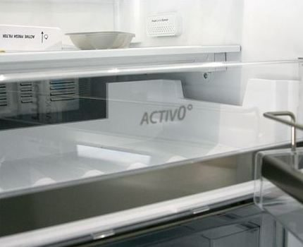 Open refrigerator Whirlpool WSG 5588