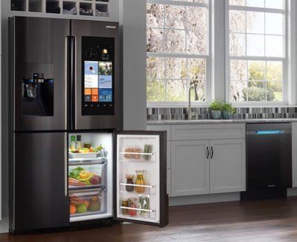 Samsung ledusskapji salonā