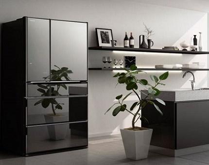 Hitachi ledusskapis virtuvē