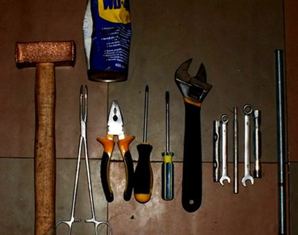 Tools for disassembling machines