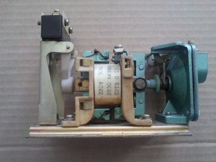Pneumatic time switch