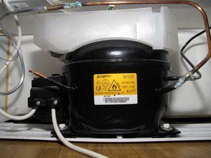 Хладилен бутален компресор