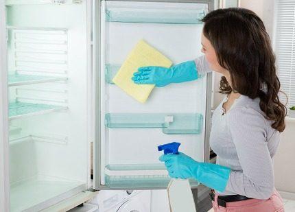 Ledusskapja atkausēšana