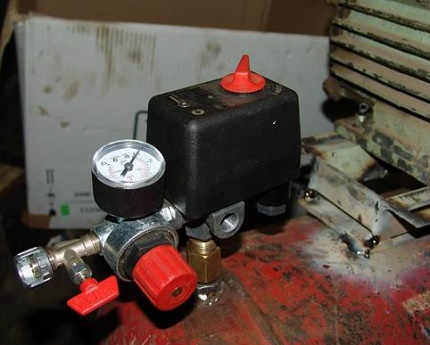 Pressure switch flanges