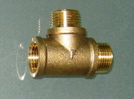 Žalvarinis įrangos adapteris