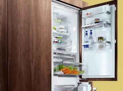 Iebūvēts ledusskapis