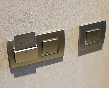 Interrupteur lumineux avec contrôle par carte à clé