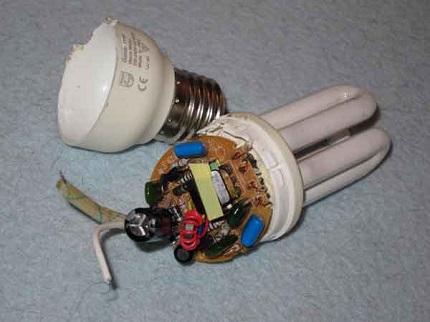 Fluorescent lamp capacitor