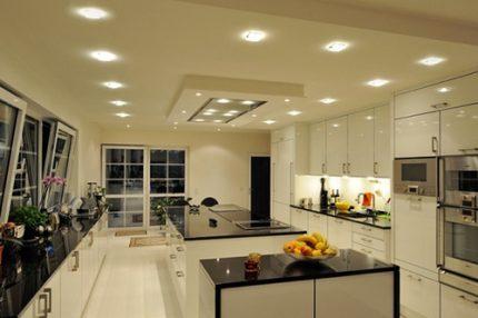 Plafonds tendus avec lumières LED