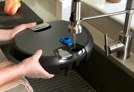 Pouring water into a robot vacuum cleaner