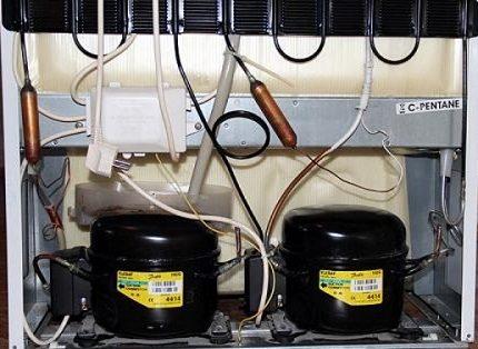 Ledusskapis ar diviem kompresoriem