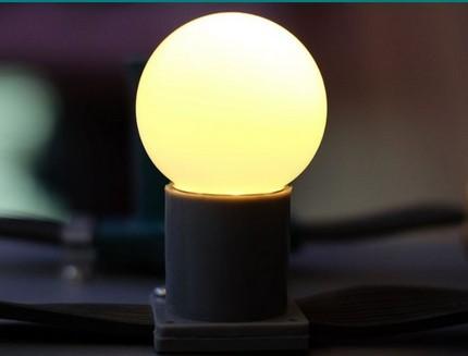 Ampoule givrée dans une lampe LED