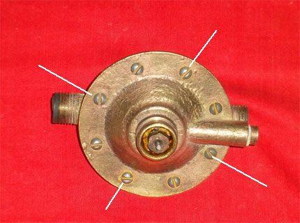 Tightening the gearbox screws
