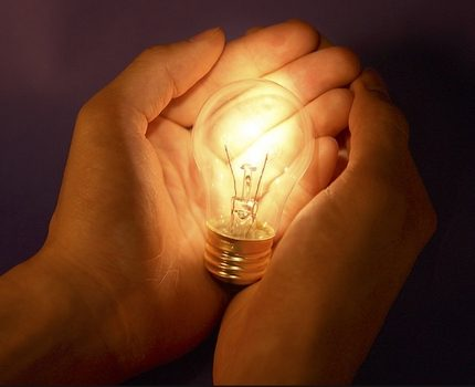 Incandescent lamp in the hands