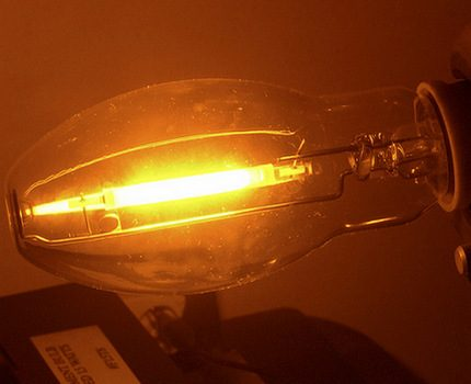 Ellipsoidal sodium lamp