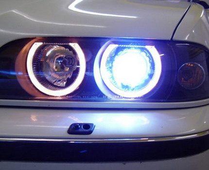 Sodium lamps in car headlights