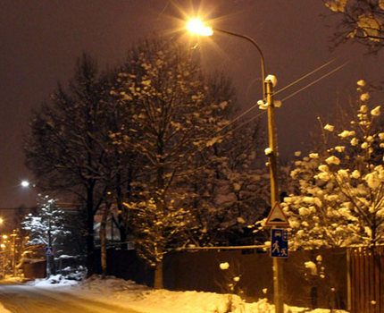 Street lighting with sodium lamps