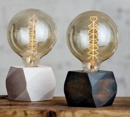 Lamp with flange socket